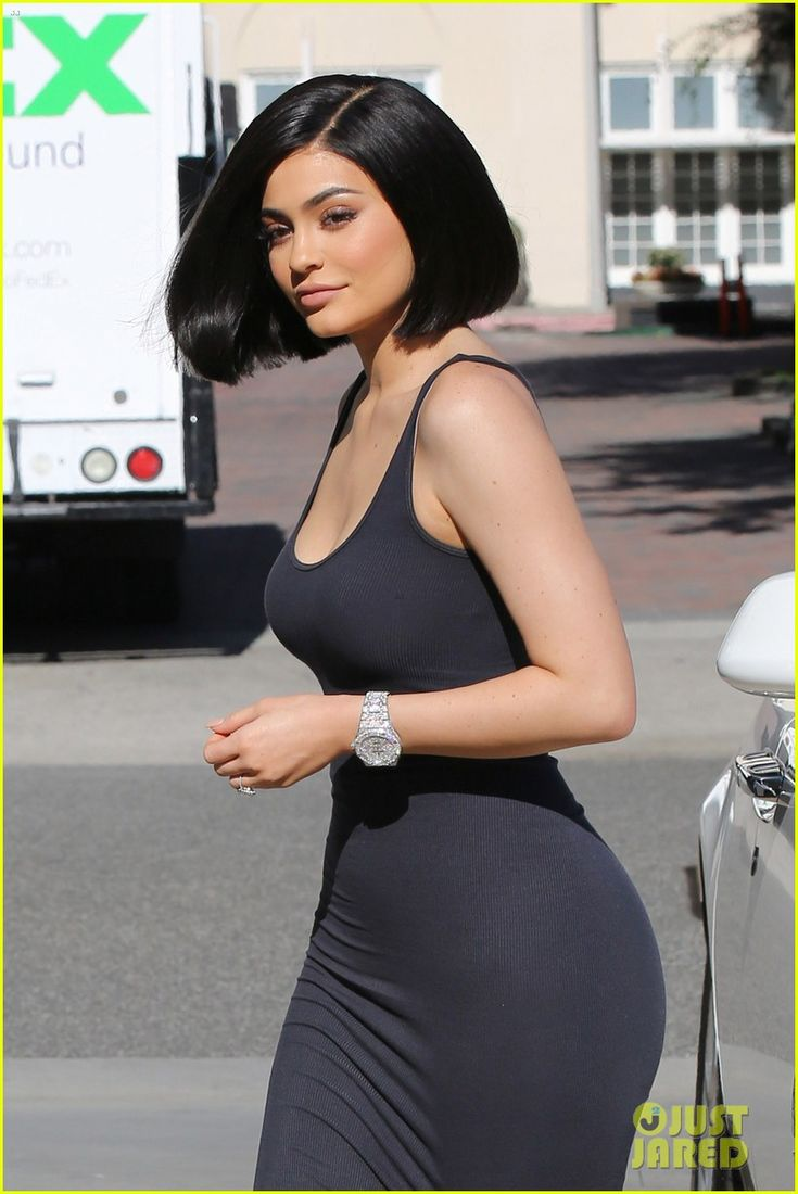kylie jenner debuts her new short haircut 06