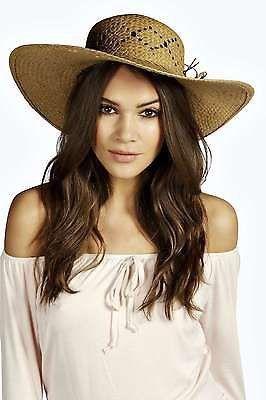 Pin for Later: Behaltet einen kühlen Kopf mit diesen coolen Sommerhüten  Boohoo Damen Strohhut (ursprünglich 15 €, jetzt 6 €)