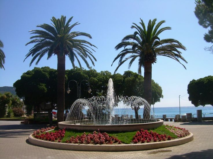 Pietra Ligure , fontana sul lungomare  (Italy)
