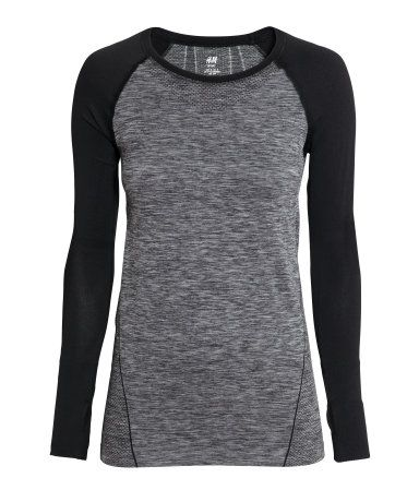 Long-sleeved base layer top in fast-drying, functional fabric with thumbholes at cuffs. Seamless. | H&M Sport