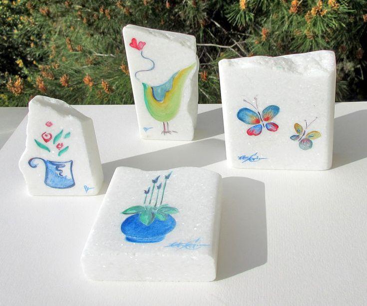 Το Εργαστήρι, σας παρουσιάζει μια ιδιαίτερη και μοναδική συλλογή πρωτότυπου Επαγγελματικού δώρου – Μπομπονιέρα, σε συνεργασία με την ζωγράφο Ρούντυ Ζαχαρία. Η δουλειά της έχει %C