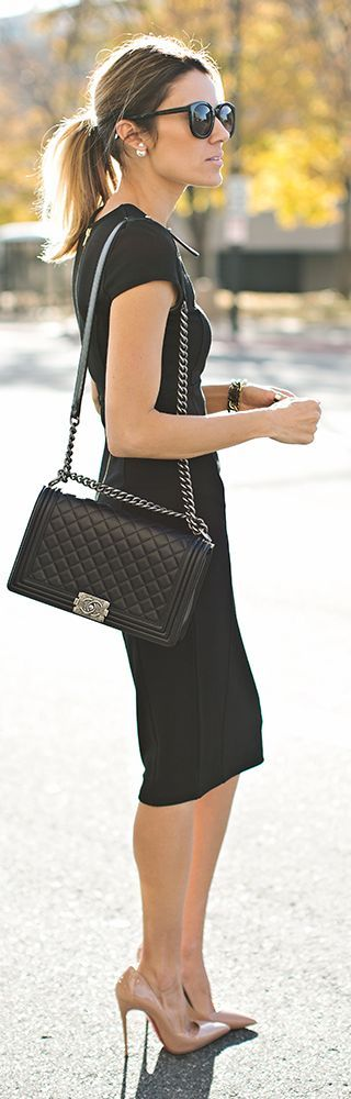 Street style | Simple black dress with matching handbag and nude heels