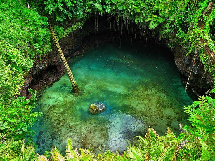 Cachée dans une grotte, la plus belle piscine naturelle au monde se trouve sur l'île d'Upolu - http://www.leshommesmodernes.com/piscine-grotte-to-sua-ocean-trench/