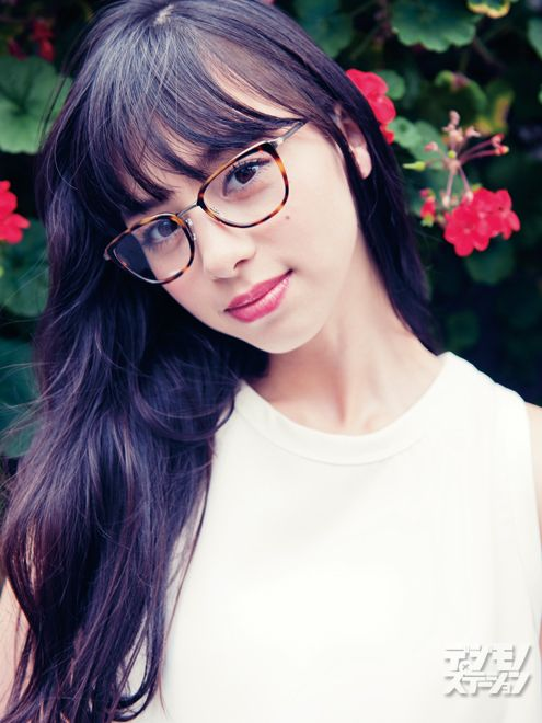 ティーンズファッション誌「Seventeen」の専属モデルを務め、最近では「JR西日本」「メリットピュアン」「ポカリスエット」などのCMに出演中。2014年公開の映画『劇場版 零 ゼロ』では主演を務め、女優としての活動にも注目が集まる期待の18歳だ。1997年2月4日生まれ/大阪出身血液型:A型/身長:169cm/視力:左右1.5中条あやみ写真/関 和亮(トリプル・オー)スタイリング/MAIKOヘアメイク/RIEメガネ:コンティニュエ(TEL 03-3792-8978/東京都渋谷区恵比寿南2-9-2 Car...