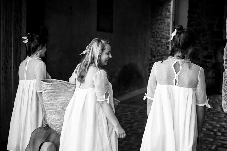 Coquette a dormi dans la Chemise de Nuit Petit Lever. Le tulle de coton lui a proposé l'élégance et le plumetis lui a offert le confort.  Coquette ne la quittera pas pour aller chercher ses croissants et sa motte de beurre et laissera sûrement la douce brise matinale jouer dans l'ampleur de ses plis Watteau. #71bis #DressToBed #frenchbrand #lifestyle #sleepwear #loungewear