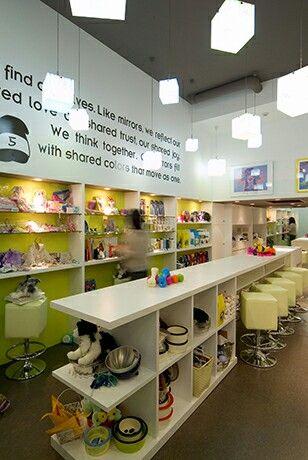 ドッグトレーナーとペットグッズのお店。きちんとしたしつけを懸命にしてくれますよ。in the dog 店舗デザイン;名古屋 スーパーボギー http://www.bogey.co.jp