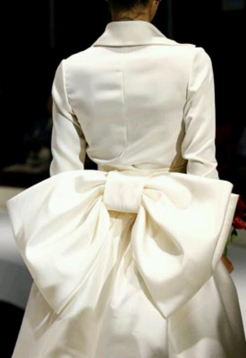 Elio Berhanyer bow wedding dress