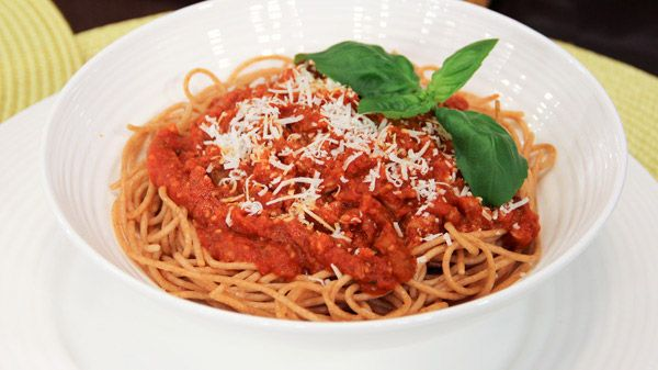 Who doesn't love spaghetti!? Our lovely nutritionist Theresa Albert shares one of her favourite family recipes that's healthier for you. Serves 6+ Prep time: 30 minutes Ingredients 1 pound medium ground beef (or chicken or turkey or meatless ground) 1...