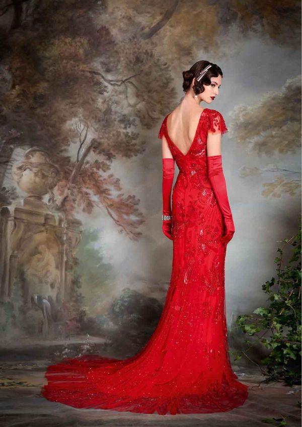 (Foto 20 de 23) Detalle de la parte posterior del modelo Jayne con guantes largos a juego, Galeria de fotos de Vestidos de noche estilo Art Decó
