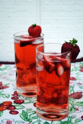 Strawberry Vodka Lemonade - Look how lovely these look. Brilliant colour.