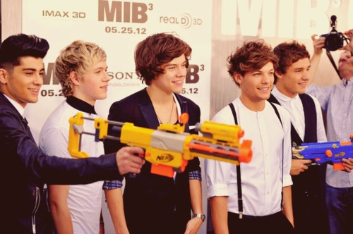 Untitled: Malik Photo, Direction Boys, Nerf Gun, Zayn Malik, Men In Black, Direction Attend, One Direction, Harry Styles, Direction 3