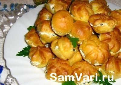 Вкусные закусочные профитроли с творогом и оливками Delicious snack profiteroles with cheese and olives