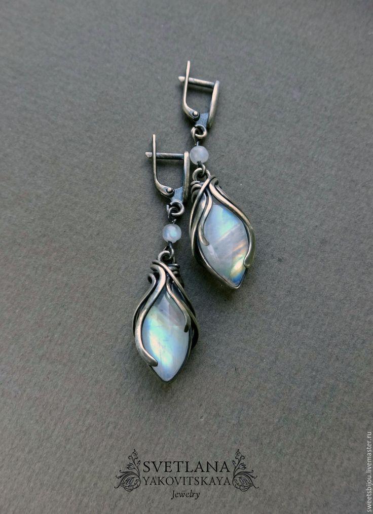 """Купить Серебряные серьги """"October sunrise"""" - белый, серебристый, радужный, лунный камень, адуляр"""
