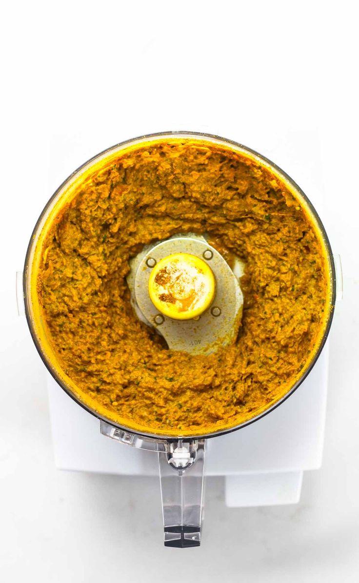 Fácil amarelo tailandês Paste - feita com ingredientes que podem ser encontrados em praticamente qualquer mercearia!  Esta receita fácil leva 45 minutos e dá-lhe o suficiente pasta de caril para 4+ lotes de caril, e ele congela perfeitamente!  Vegan.  |  pinchofyum.com