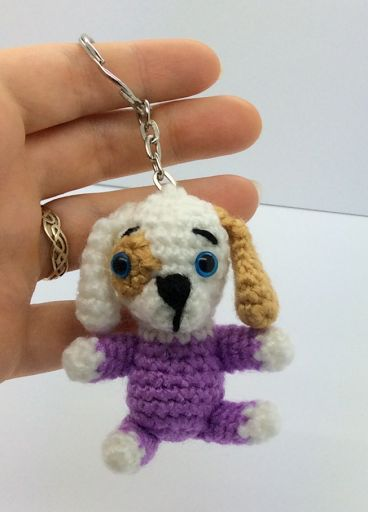 Amigurumi Keyring Puppy Long Ears - Free English Pattern here: http://www.lonemer.com/2015/08/keyring-puppy-long-ears.html
