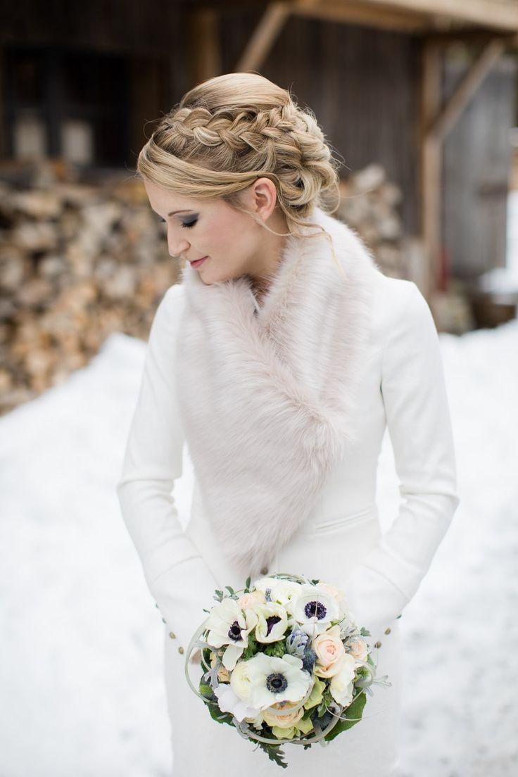 Du Hast Nach Winterhochzeit Gesucht Fraulein K Sagt Ja Winter Wedding Dress Cute Wedding Dress White Winter Wedding [ 1104 x 736 Pixel ]