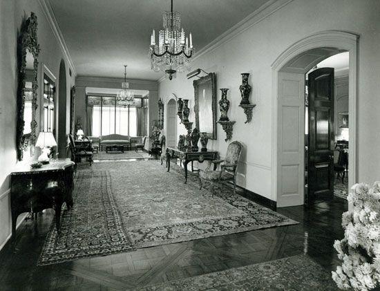 740 Park Avenue, NY - Rosario Candela.  Rockerfeller Apartment - entrance gallery.