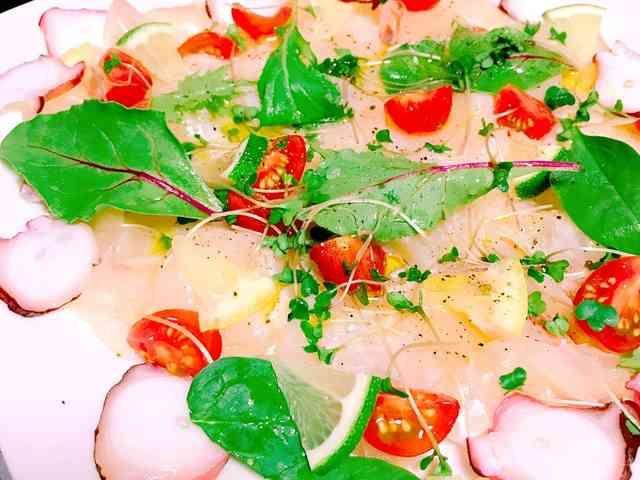 オリーブオイルを楽しむカルパッチョの画像