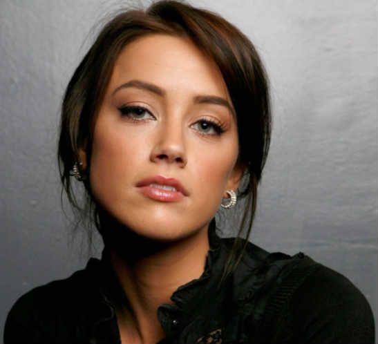Amber Heard as Zoya
