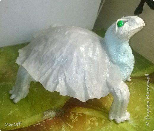 """Всем привет! Увидела я как-то раз вот эту чудную черепаху http://stranamasterov.ru/node/510781 и влюбилась! Поискала-порылась, никто не хочет делиться своим мк, решила сделать его сама. Повторяться сразу себе сказала """"Не буду"""" - сделаю свое, к тому же, конфетница мне и не нужна, не кушаем мы сладкого.. Но за идею ПРИЗНАТЕЛЬНА!  В общем, ДЕЛЮСЬ МАСТЕР-КЛАССОМ БЕЗВОЗМЕЗДНО!  Нам понадобится:  - фольга пищевая, - проволока в оплетке - марблс - салфетки - клей пва - картон - гипсовый бинт…"""