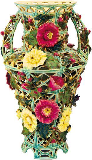 Zsolnay - Áttört historizáló váza, Zsolnay, 1890 körül Fazonszám: 4096, M: 44 cm Jelzés: masszába nyomott Zsolnay Pécs és Made in Austria Hungaria feliratok Helyenként lepattogzás 2010/ká 350e