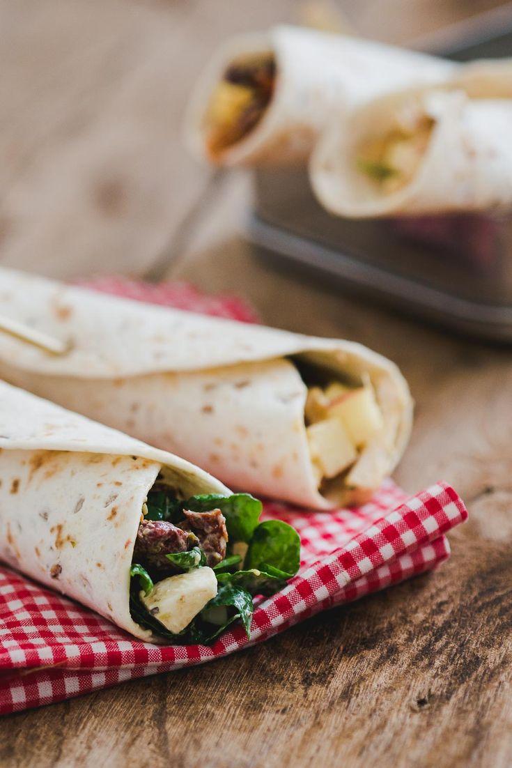Heb je zin in een lunch zonder brood? Deze 3 snelle lunch wraps zijn precies wat je zoekt. Snel te maken en perfect voor de afwisseling! Op deze foto zie je wrap met caprese spinazie salade