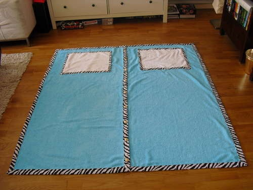 Beach towel for two! You can even store your clothes in the 'pillow'! Great idea!