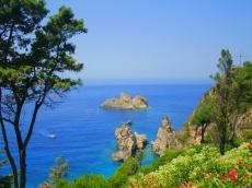 There is one of the most beautiful beaches on the island located in Paleokastritsa. В Палеокастрице находится один из красивейших пляжей на острове.