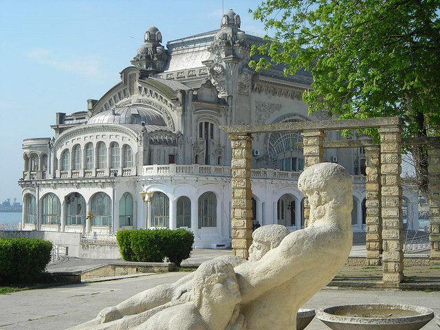 Das alte Casino von Constanţa am Schwarzen Meer. Erbaut vom Architekten Daniel Renard von 1904 bis 1910 (oder 1911) und eingeweiht von Prinz Ferdinand von Rumänien.     If you like casino you can findeverything about it here.