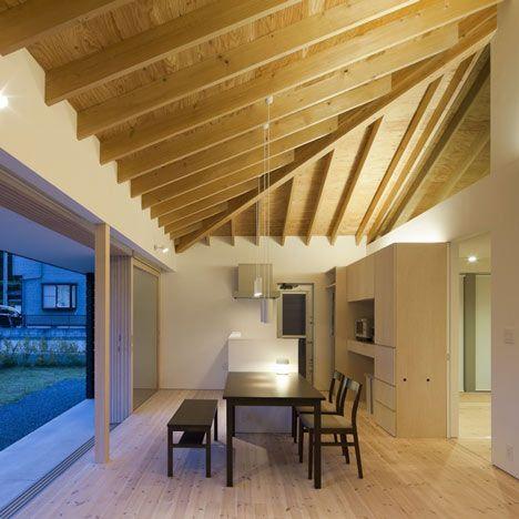 Solive de bois + contreplaqué apparent Espace intéressant