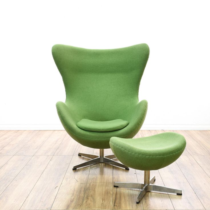 This reproduction of an Arnore Jacobson egg chair and ottoman are featured in polished chrome. This mid-century modern inspired lounge chair set has a molded fiber glass frame, fire retardant polyurethane foam padding, and green upholstery. Perfect for relaxing! #midcenturymodern #chairs #accentchair #sandiegovintage #vintagefurniture