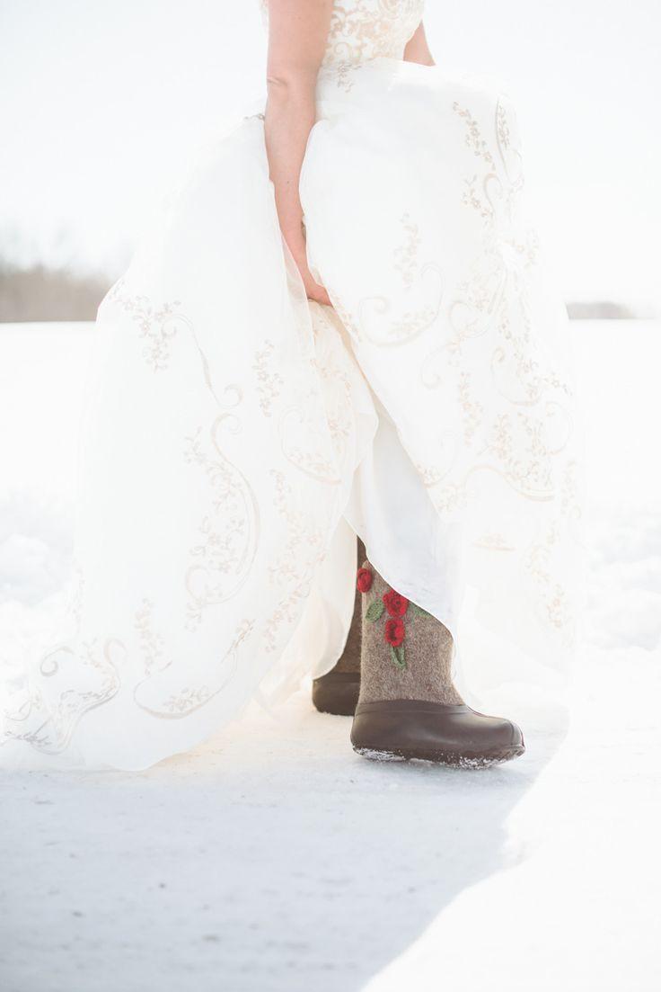 stivali invernali sposa | winter bridal boots | Winter bride look |  look sposa invernale | Baby, It's cold outside! http://theproposalwedding.blogspot.it/ #winter #bride #look #cold #freddo #inverno #sposa