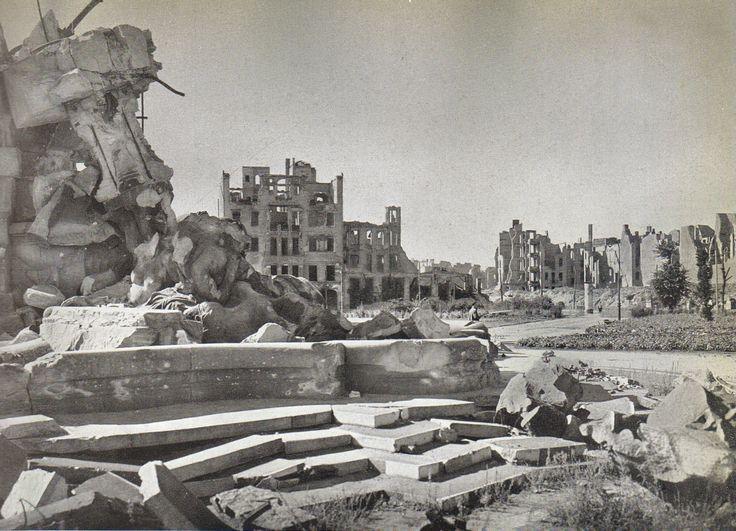 Landesbildstelle Berlin, Lützowplatz, Sommer 1945.