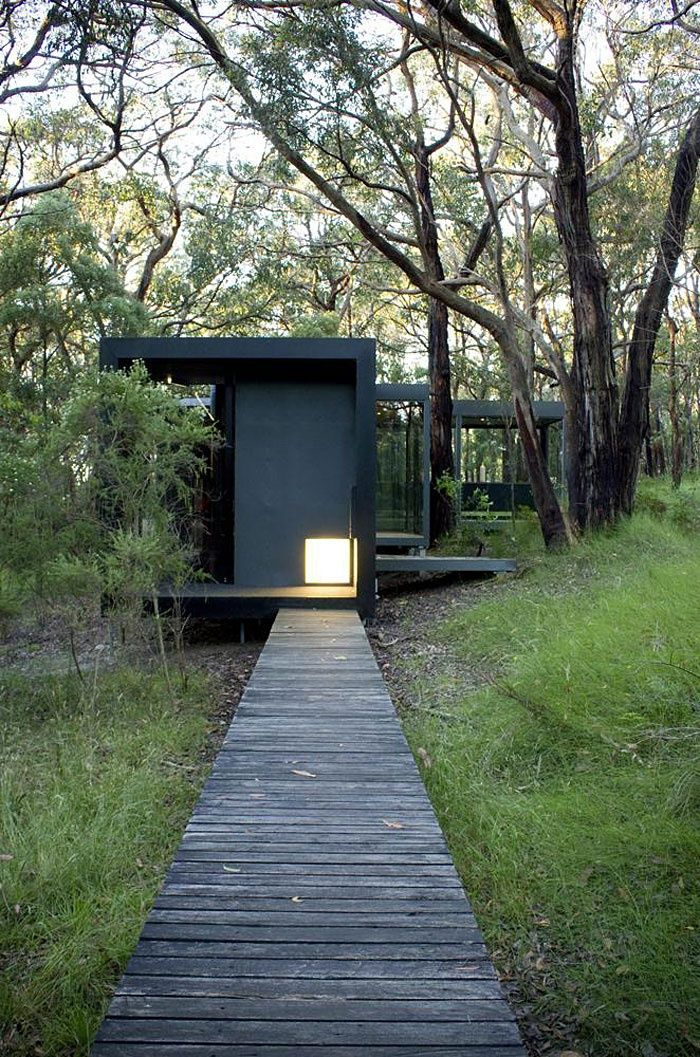 David Luck Architect (Australia) - Red Hill House interior. I like the drama of the color and light of the staggered boxes.