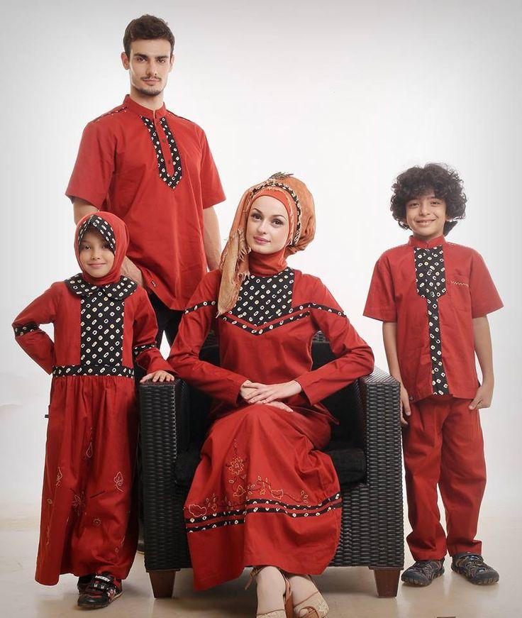Sarimbit Keluarga SK 17 MoltenLava Warna: Merah Bahan: Katun Twill 30′s Koko Ayah = 215.000 Tunik Bunda = 245.000 Gamis Bunda = 295.000 Putra (koko+celana) = 209.000 Dapat dibeli terpisah