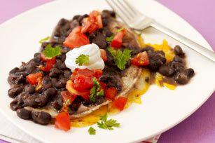Quesadillas en salsa de frijoles negros