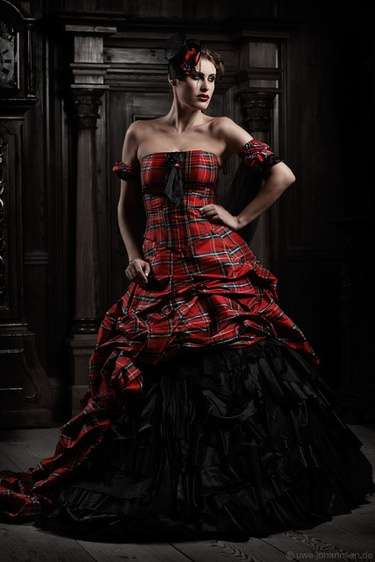 Red wedding dress *I like the style, but not the color.