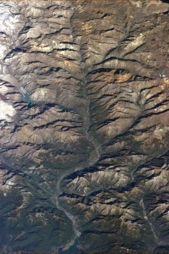 Chris Hadfield‏@Cmdr_Hadfield  |   Tentacles of an Andes river drain the meltwaters. pic  | Feb 3, 2013