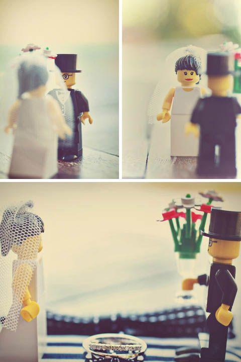 Noivinhos de topo de bolo de casamento de Lego. Foto: Axioo.