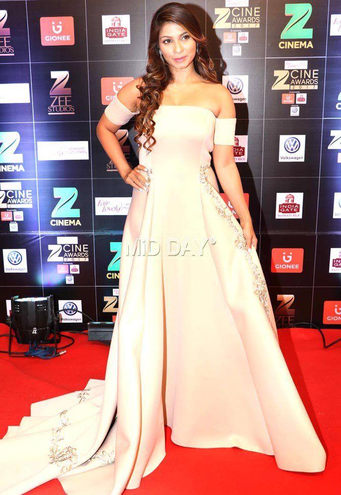 Photos Salman Khan Kareena Kapoor Khan At Zee Cine Awards In 2020 Kareena Kapoor Khan Dresses Tanishaa Mukerji