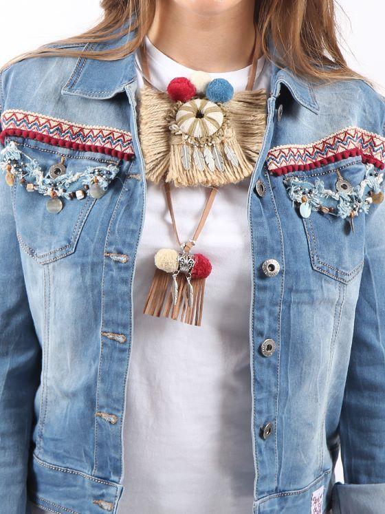 #cazadoravaquera #bohostyle decorada con varios tipos de pasamanería #collareshandmade #ajuego con pasamanerías, flecos y accesorios metálicos