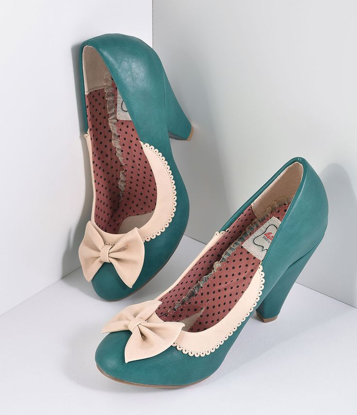 Vintage Style Shoes Bettie Page Green  Ivory Leatherette Bailey Bow Pumps Shoes