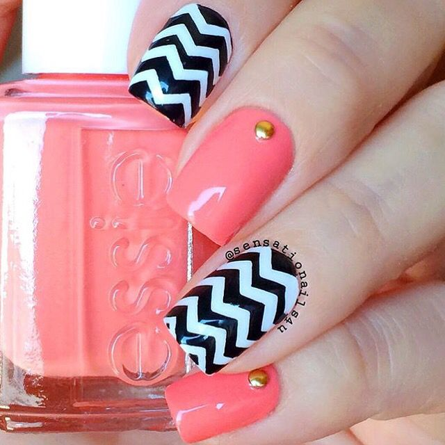Chevrons can cause quite a sensation, can't they? Mani by the perfect @sensationails4u! Chevron #NailVinyls www.snailvinyls.com