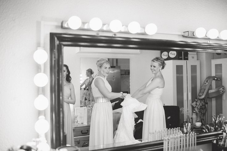 Wedding Morning / Bridesmaid Dresses / Black and White / John and Saara's Wedding. Photography by Maria Hedengren.