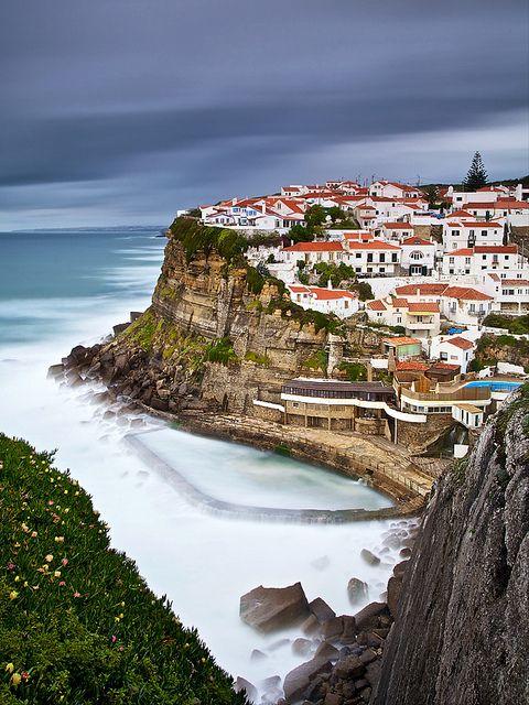 AZENHAS DO MAR, Sintra, Portugal. http://www.turismolisboavaledotejo.pt/gca/?id=175 | Photo: © 2011 Carlos Resende @ Flickr. http://www.flickr.com/photos/cresende/5648667137
