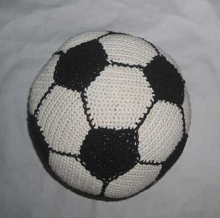 Soccer Ball Knitting Pattern : 30 best images about Crochet - Soccer ! on Pinterest Soccer trainer, Soccer...