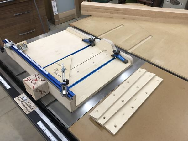 Pläne für den Tischkreissägeschlitten Extreme Crosscut Mitre Dado