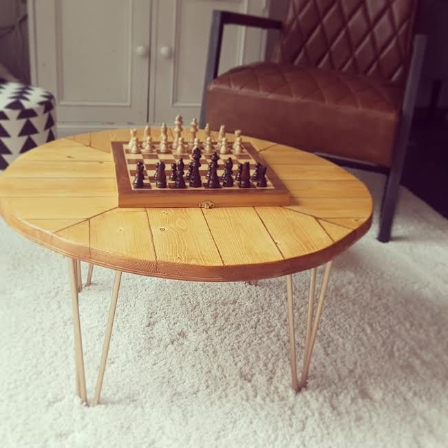 Wooden Coffee Table Herringbone Motifs En 2020 Table Basse Bois Table Basse Et Jolie Table Basse