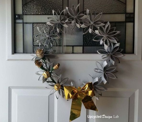 upcycled paper tube holiday christmas wreath, christmas decorations, seasonal holiday decor, wreaths