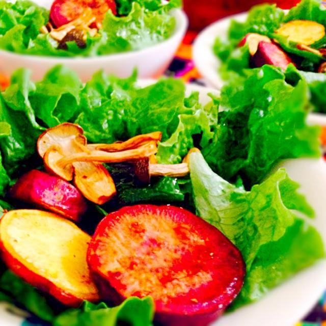 紫芋と黄金芋のコラボ - 103件のもぐもぐ - 紫芋、黄金芋、しめじ、ピーマンの素揚げサラダ by qpchan